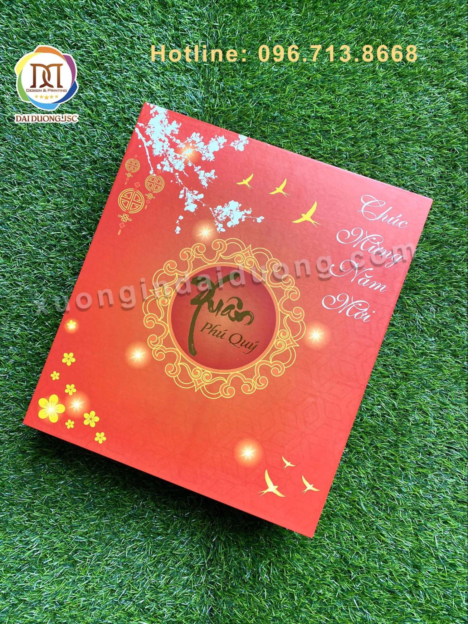 Vỏ hộp quà Tết chứa đựng những thông điệp của người tặng